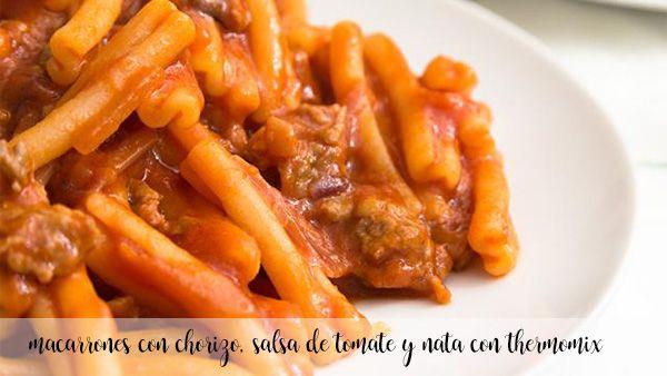 makaron z chorizo, sosem pomidorowym i śmietaną z termomiksem